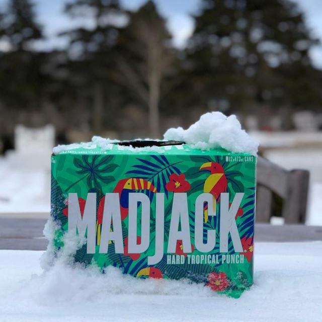 We can be tropical despite the snow! 🦩 🌴 🦜 On peut être tropical malgré la neige! . 📸 @molsoncoors_nfld  #gettingstarted #justeledebut